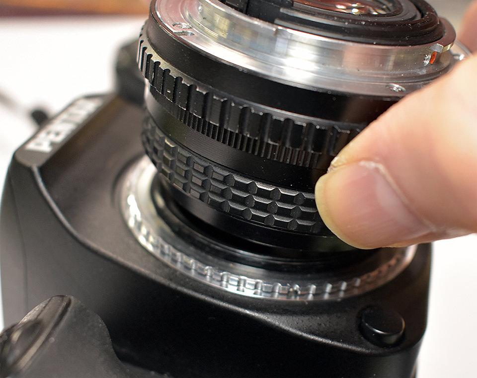 Kỹ thuật đảo ngược ống kính để chụp ảnh macro